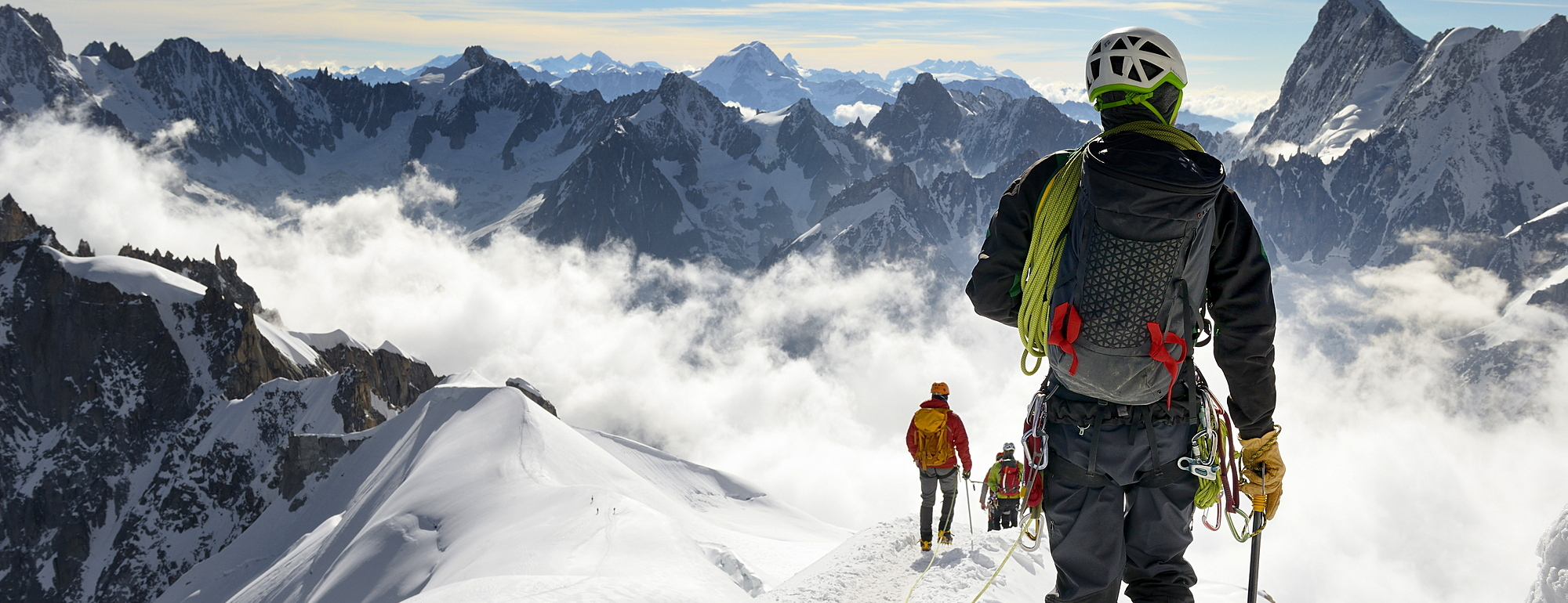 792-791 ( Peter Richardson ) - Mountaineers and climbers, Aiguille du Midi, Mont Blanc Massif, Chamonix, French Alps, Haute Savoie, France, Europe
